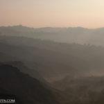 calanchi del piceno con nebbia